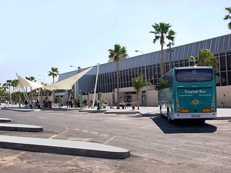 Автобусная остановка возле Южного аэропорта Тенерифе